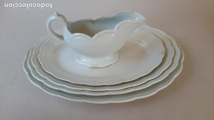 JUEGO DE 4 FUENTES Y SALSERA DE PORCELANA OPACA, SEVILLA. (Antigüedades - Porcelanas y Cerámicas - Otras)