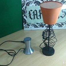 Antigüedades: LOTE DE 2 LAMPARAS DE MESA MUY PECULIARES Y VINTAGE. Lote 167828128