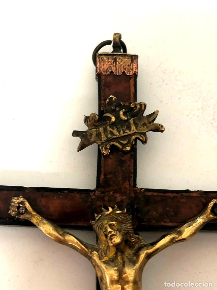 Antigüedades: CRUCIFIJO DE BRONCE - S. XVII - Foto 6 - 167833276