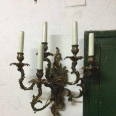 Antigüedades: MAGNIFICO CANDELABRO DE BRONCE ELECTRIFICADO, MUY ELEGANTE. Lote 167836516
