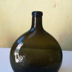 Antigüedades: EXCEPCIONAL BOTELLA FRASCO SOPLADA VERDE FRANCIA. Lote 167859636