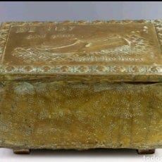 Antigüedades: CAJA PARA ZAPATOS INGLESA EN MADERA Y LATÓN. Lote 167881898