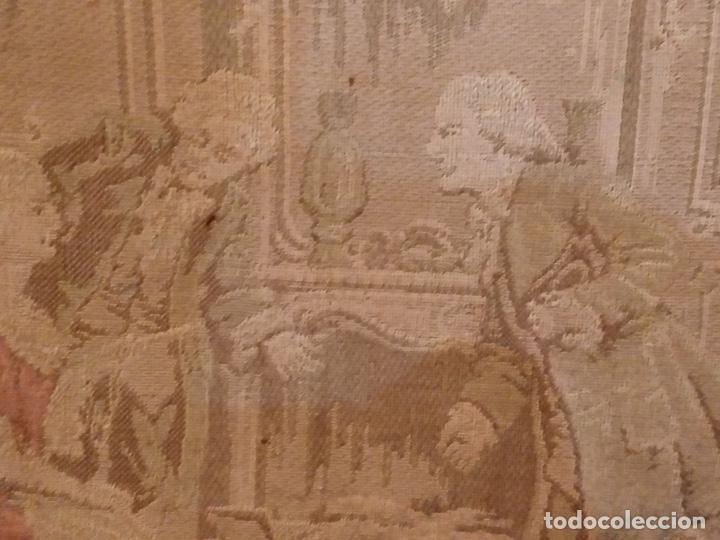 Antigüedades: Antiguo tapiz enmarcado con escena galante - 52x52cm - Foto 3 - 167916828