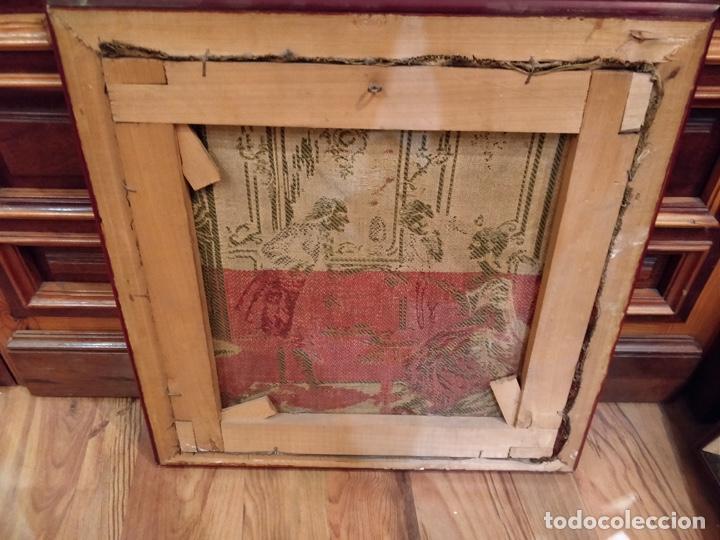 Antigüedades: Antiguo tapiz enmarcado con escena galante - 52x52cm - Foto 7 - 167916828