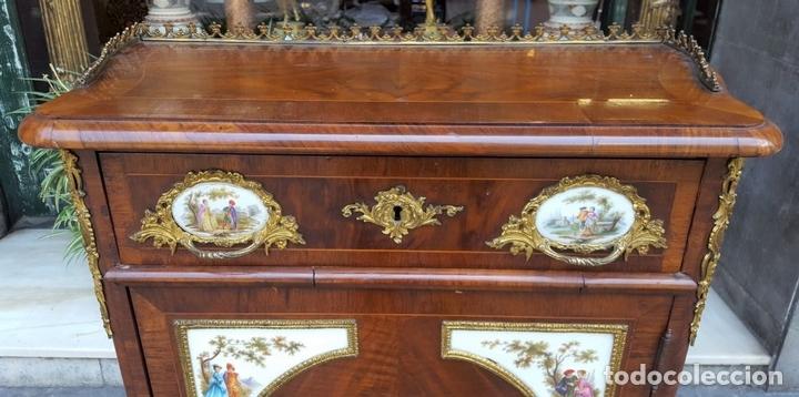 Antigüedades: ENTREDOS. MADERA DE NOGAL. PORCELANA PINTADA A MANO. ESTILO LUIS XVI. ESPAÑA. SIGLO XIX. - Foto 2 - 167923224