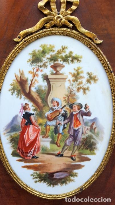 Antigüedades: ENTREDOS. MADERA DE NOGAL. PORCELANA PINTADA A MANO. ESTILO LUIS XVI. ESPAÑA. SIGLO XIX. - Foto 9 - 167923224