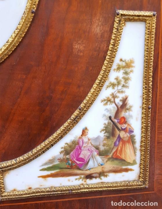 Antigüedades: ENTREDOS. MADERA DE NOGAL. PORCELANA PINTADA A MANO. ESTILO LUIS XVI. ESPAÑA. SIGLO XIX. - Foto 11 - 167923224