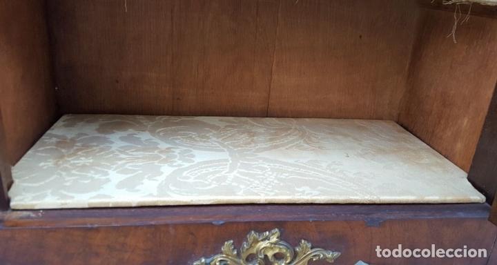 Antigüedades: ENTREDOS. MADERA DE NOGAL. PORCELANA PINTADA A MANO. ESTILO LUIS XVI. ESPAÑA. SIGLO XIX. - Foto 15 - 167923224