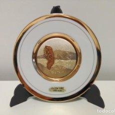 Antigüedades: PRECISO PLATO DECORATIVO EN BLANCO Y TONOS DORADOS DE CÉRAMICA JAPONESA CHOKIN ART, ORO DE 24 KT. Lote 167926380