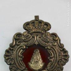 Antigüedades: VIRGEN EN METAL PLATEADO EN MARCO DE METAL REPUJADO CON CRISTAL. FINALES S.XIX-PRINCIPIOS S.XX.. Lote 167939844