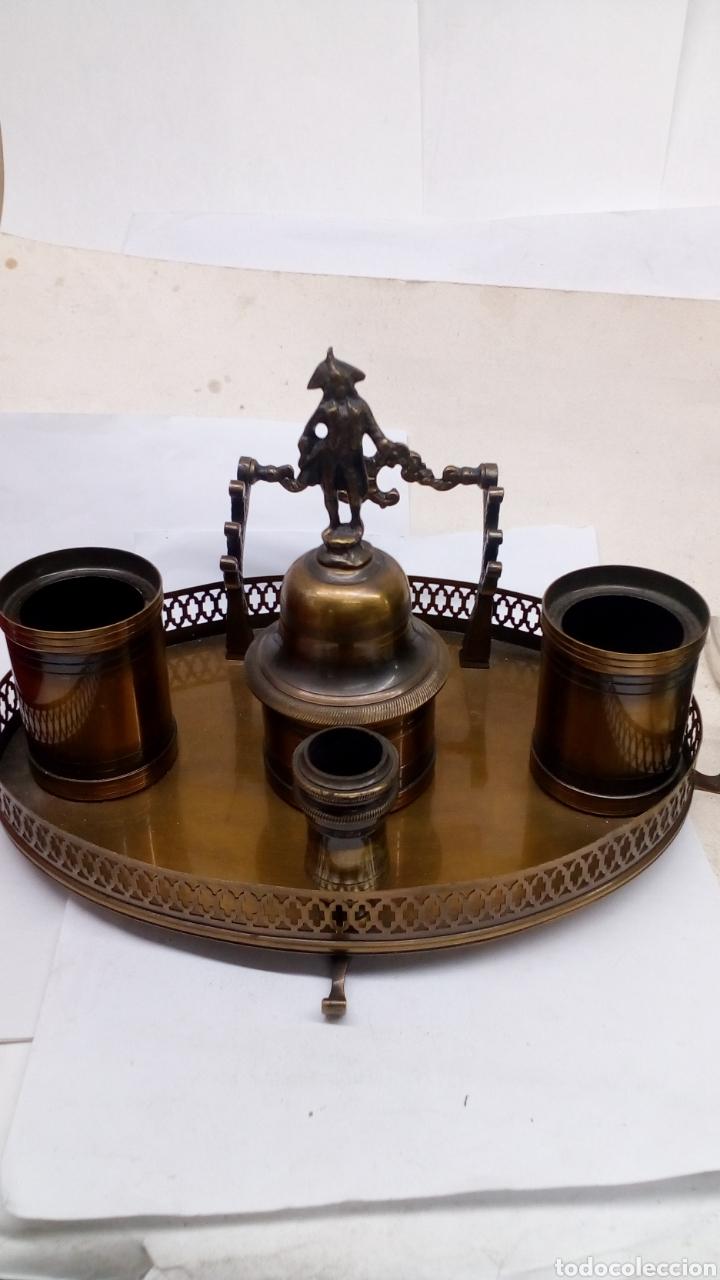 Antigüedades: Escribanía de bronce isabelino para plumas y con campana - Foto 2 - 167967812