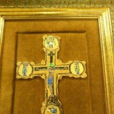 Antigüedades: CRUZ DE BRONCE CON ESMALTES -- TAMAÑO MARCO 28X24. Lote 167974608