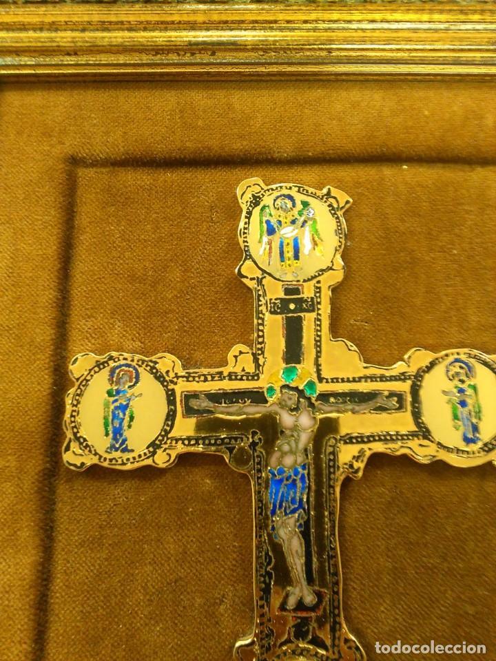 Antigüedades: Cruz de bronce con esmaltes -- TAMAÑO MARCO 28X24 - Foto 4 - 167974608
