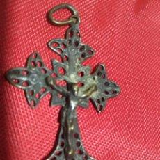 Antigüedades: MEDALLA RELIGIOSA EN METAL CON FILIGRANA. Lote 167999116