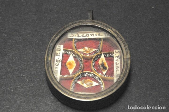 RELICARIO OVALADO CON FRAGMENTOS ÓSEOS (ÓSIBUS). ORIGINAL. SEGUNDA MITAD S. XVIII (Antigüedades - Religiosas - Relicarios y Custodias)