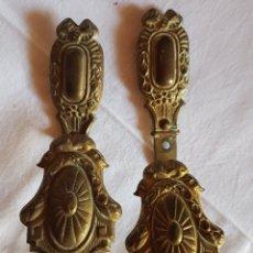 Antigüedades: ANTIGUA PAREJA SUJETA CORTINAS BRONCE. Lote 168080156