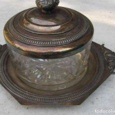 Antigüedades: CAJA BOMBONERA DE CRISTAL Y METAL CON BAÑO DE PLATA MÉNDEZ. Lote 168102889