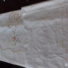 Antigüedades: LOTE DE TRES MEDIAS FUNDAS DE ALMOHADA DIFERENTES, BORDADAS CON INICIALES, SIN ESTRENAR.. Lote 168108660