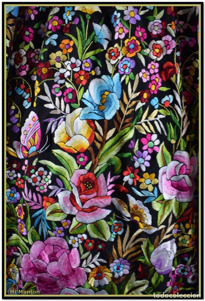 Antigüedades: Manton de Manila seda bordada a mano doble cara vintage. Espectacular - Foto 2 - 168115156