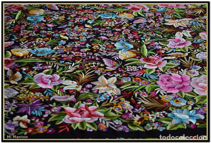 Antigüedades: Manton de Manila seda bordada a mano doble cara vintage. Espectacular - Foto 5 - 168115156