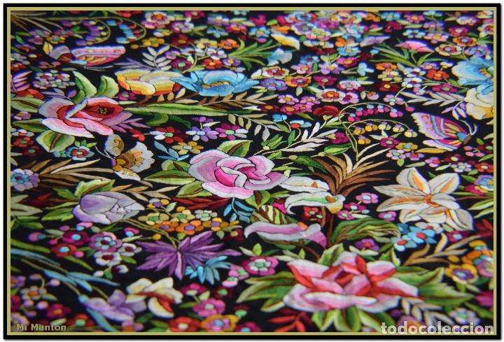 Antigüedades: Manton de Manila seda bordada a mano doble cara vintage. Espectacular - Foto 6 - 168115156