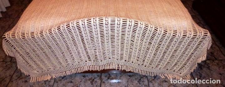 Antigüedades: Antigua colcha de lana realizada a mano a ganchillo color beige - crema. - Foto 3 - 168121348