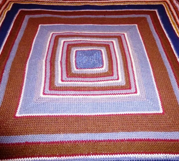 Antigüedades: Antiguo tapete de lana realizado a mano - Crochet. - Foto 2 - 168122076