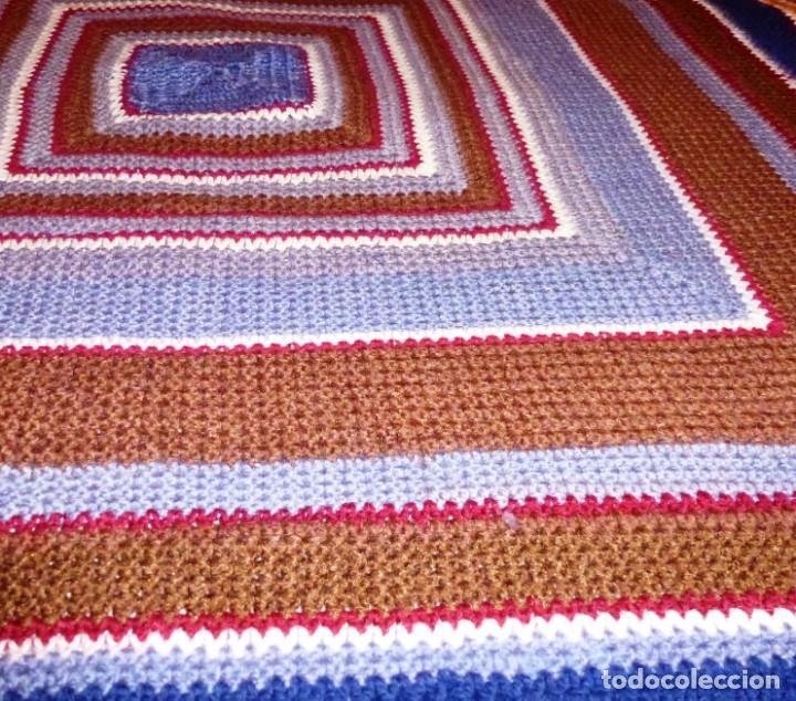 Antigüedades: Antiguo tapete de lana realizado a mano - Crochet. - Foto 3 - 168122076