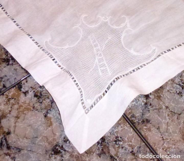 Antigüedades: Antiguo tapete mantel de altar bordado a mano. - Foto 3 - 168123128