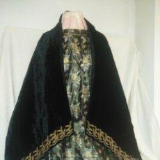 Antigüedades: ANTIGUO TERNO DE TERCIOPELO BORDADO HILOS ORO . Lote 168130100