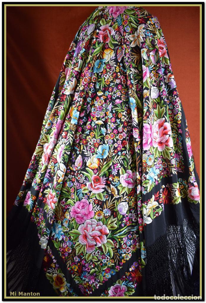 Antigüedades: Manton de Manila seda bordada a mano doble cara vintage. Espectacular - Foto 12 - 168115156