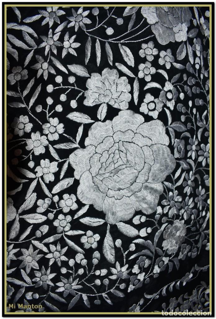 Antigüedades: Mantón de Manila negro con bordado blanco marfil seda bordada a mano. - Foto 3 - 168181957