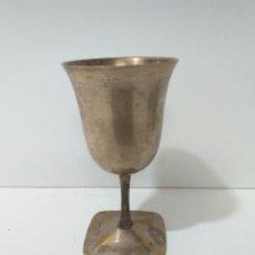 Antigüedades: BONITA Y ANTIGUA COPA O CÁLIZ DE BRONCE.. Lote 168188916