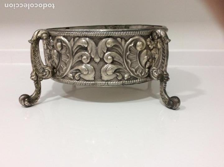 Antigüedades: Jardinera o centro de mesa de metal repujado - Foto 2 - 168202072