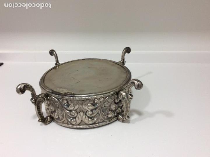 Antigüedades: Jardinera o centro de mesa de metal repujado - Foto 5 - 168202072