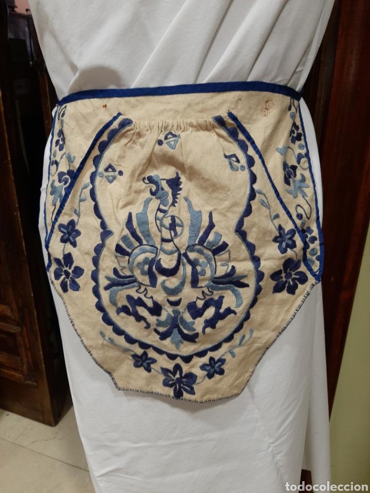 FALTRIQUERA-MANDIL DE LANA BORDADO, AGUILA REAL, VESTIMENTA REGIONAL (Antigüedades - Moda - Bolsos Antiguos)