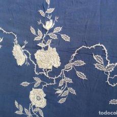 Antigüedades: COLCHA ANTIGUA - MUY DETERIORADA - SE PUEDE APROVECHAR EL BORDADO. Lote 168213856