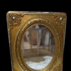 Antigüedades: ANTIGUO ESPEJO ISABELINO DE MADERA DORADO Y CON PLATA CORLADA. PALACIEGO. 84X67CM. XIX. Lote 165741918