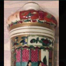Antigüedades: PRECIOSO Y ANTIGUO ALBARELLO FRASCO TARRO DE PORCELANA CHINA. Lote 168241821