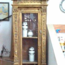 Antigüedades: VITRINA DE MADERA DORADA S.XIX. Lote 168258444