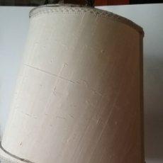 Antigüedades: LÁMPARA DE SOBREMESA PIE EN BRONCE TORNEADA Y ELECTRIFICADA. FUNCIONA. Lote 168273398