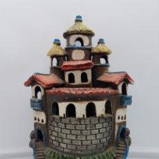 Antigüedades: LAMPARA ANTIGUA PORTAVELAS EN FORMA DE TORRE DE TERRACOTA HECHA Y POLICROMADA A MANO .. Lote 168274968