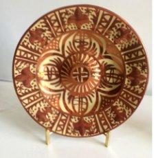 Antigüedades: PAREJA DE PLATOS DECORATIVOS REFLEJOS CERÁMICA DE MANISES FIRMADOS GIMENO RIOS. Lote 168332880