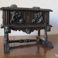 Antigüedades: JOYERO DE MADERA TALLADA. Lote 168337188