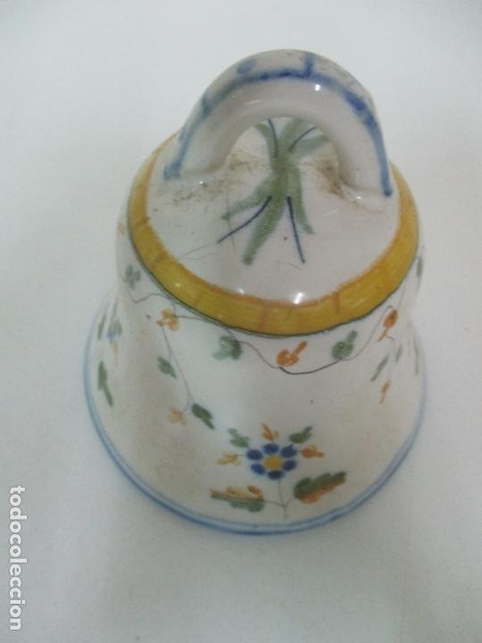 Antigüedades: Bonita Campana, Campanilla - Porcelana Alcora - Firma EF - Foto 2 - 168360860