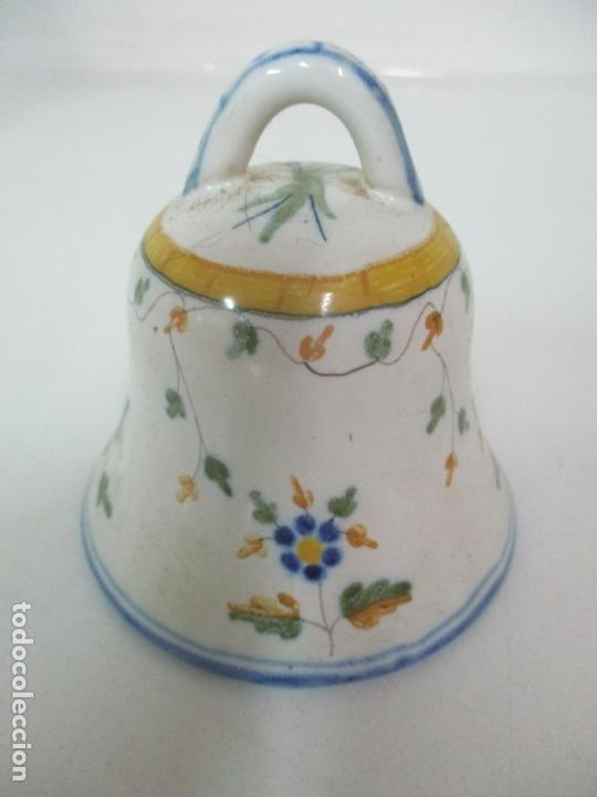 Antigüedades: Bonita Campana, Campanilla - Porcelana Alcora - Firma EF - Foto 9 - 168360860