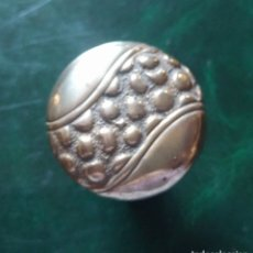 Antiquités: EMPUÑADURA ANTIGUA , PARA BASTÓN. METAL DORADO. 4 CMS. PARA BASTON DE 1,5 CMS DIAMETRO. VELL I BELL. Lote 168366516