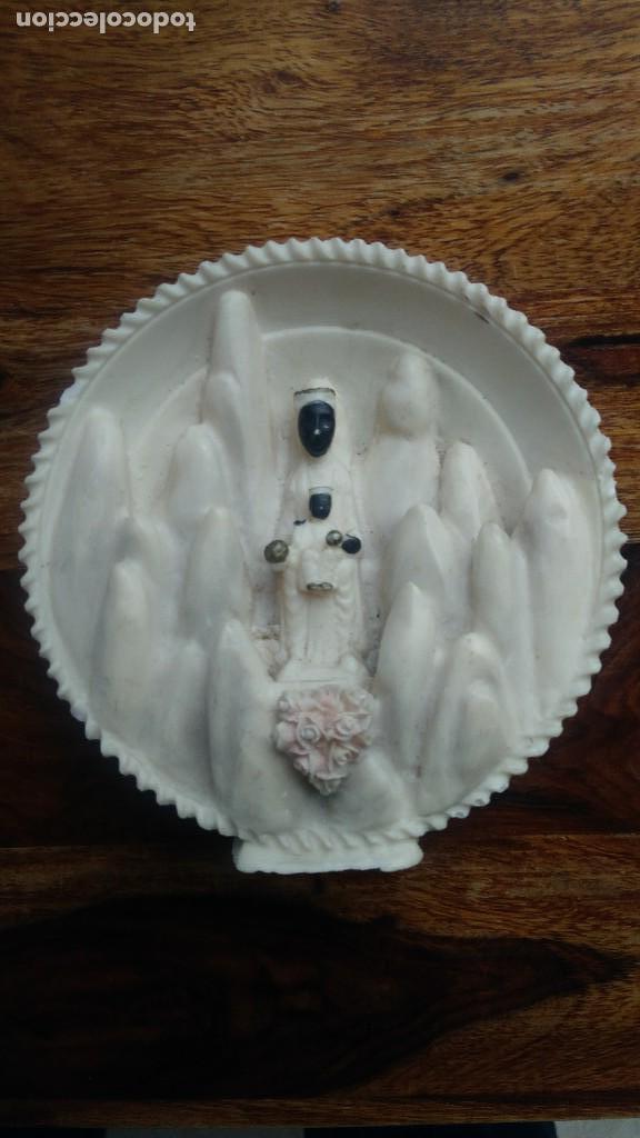 TALLA EN ALABASTRO VIRGEN DE MONTSERRAT LA MORENETA (Antigüedades - Religiosas - Ornamentos Antiguos)