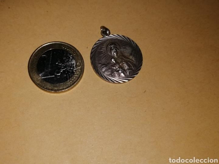 MEDALLA DE PLATA AÑOS 50 MUY BONITA TIPO ESCAPULARIO MEDIDAS UNOS 3 CM DE DIAMETRO (Antigüedades - Religiosas - Medallas Antiguas)