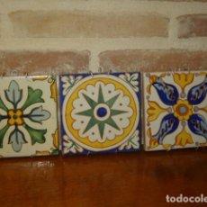 Antigüedades: JUEGO DE 3 ANTIGUOS AZULEJOS PARA COLGAR. Lote 168393896